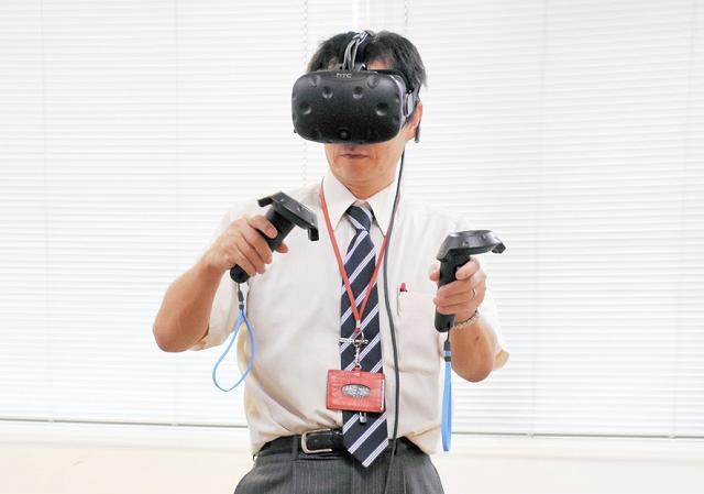 さばえものづくり博覧会で設置するデジタル機器。仮想空間でのペイントを楽むことができる=2日、福井県の鯖江商工会議所