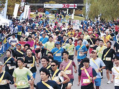 紅葉の城内快走 金沢城リレーマラソン、初の「秋の陣」に2400人