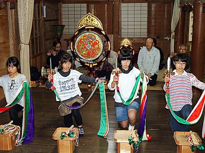 「浦安の舞」奉納へ稽古 11月 砺波の比賣神社大祭