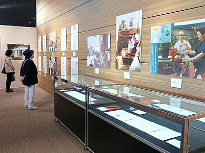 新潟日報コラム「家事レポート」吉沢久子さんパネル展