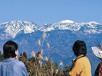 白山が初冠雪 昨年より7日早く