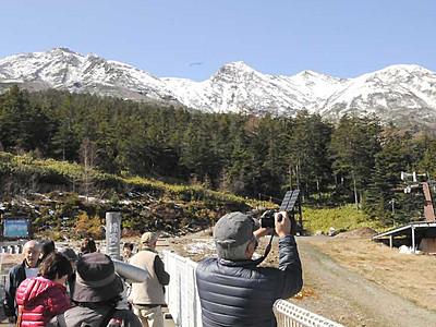 御嶽山上部が冠雪 「素晴らしい眺め」感激