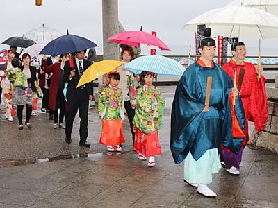 神楽や舞 優雅に 魚津諏訪神社で奉告祭・学神祭