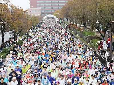 秋の富山 1万2850人駆ける 富山マラソン