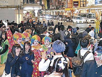 ハロウィーン、仮装の若者練り歩く 金沢中心部