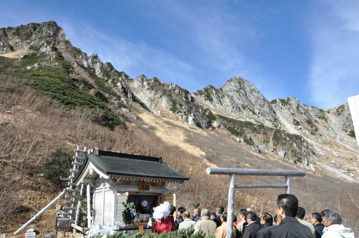中央アルプス千畳敷で開いた信州駒ケ岳神社の例大祭