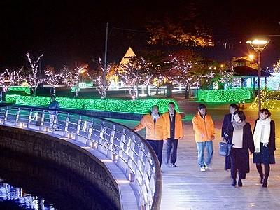 LEDが敦賀港を幻想の世界に 「ミライエ」3日開幕