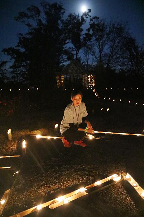 1500個の竹灯籠で彩られた庭園=氷見あいやまガーデン