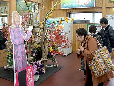 大町を花でPR「恋華めぐり」 假屋崎さんイベント