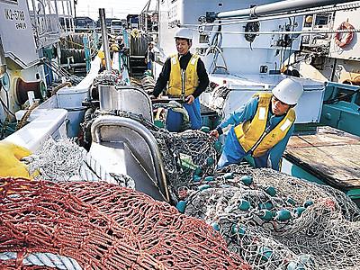 カニ漁解禁 県内各漁港から出漁