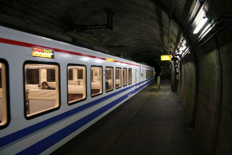鉄道マニアに人気のあるほくほく線の美佐島駅ホーム=十日町市猿倉