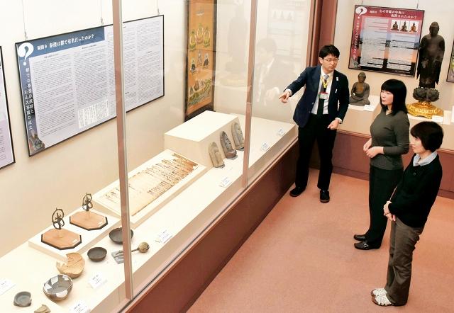 考古資料やパネル解説で泰澄大師11の謎を解き明かす企画展=福井県越前町の織田文化歴史館
