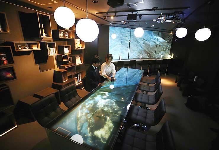 観光拠点施設「ACHIBASE」内の星空をイメージしたバー