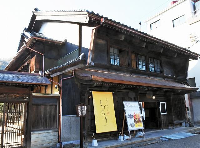 レストランとして生まれ変わった旧齋藤家=10日、福井県南越前町今庄