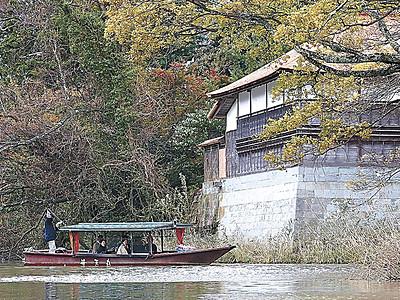 晩秋の風情、流し舟から長流亭望む 加賀の旧大聖寺川