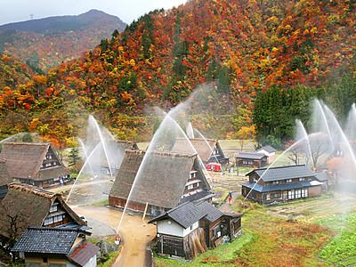 世界遺産守る水のアーチ 南砺・菅沼で消火訓練