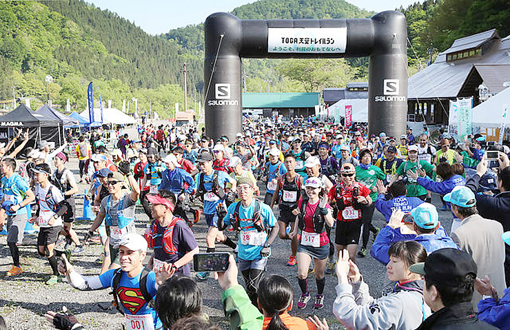 855人が参加した今年5月の「TOGA天空トレイルラン」=利賀国際キャンプ場
