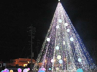 高さ11メートル、電飾ツリー 佐久の国道沿い彩る