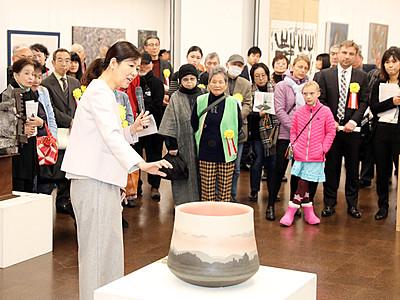 越中アートフェスタが開幕 県民会館