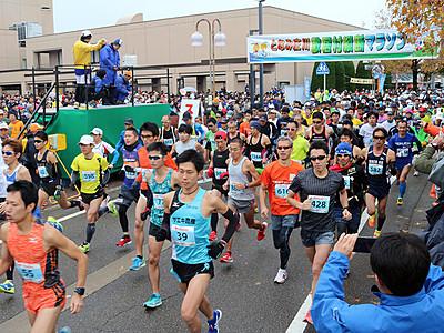 3445人が散居村縦断 となみ庄川マラソン