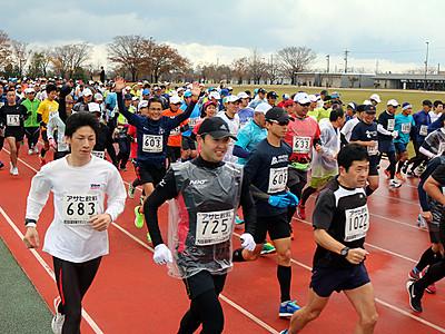 大野さんハーフ連覇 入善・扇状地マラソン