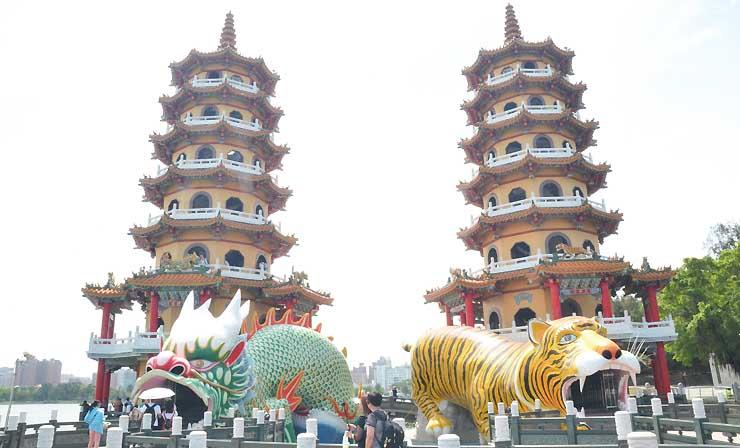 台湾・高雄を代表する観光地「蓮池潭(れんちたん)」