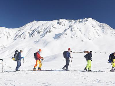 スキー初滑りでにぎわう 室堂周辺