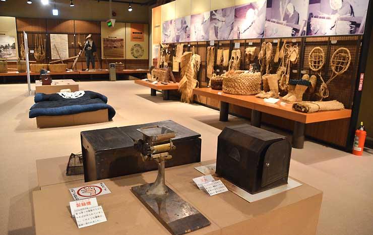 古い民具などさまざまな資料が展示されている長野市立博物館