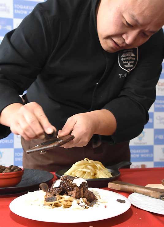 スキー場内のレストラン「やなぎらん」が今季提供する鹿肉を使ったパスタ