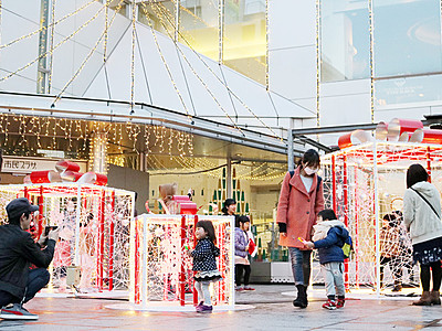 冬のファンタジックフェスタ開幕 富山市民プラザ