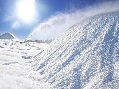人工雪でゲレンデづくり 牛岳温泉スキー場