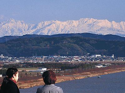 内灘から立山くっきり 「大雪」の県内、晴れ間広がる