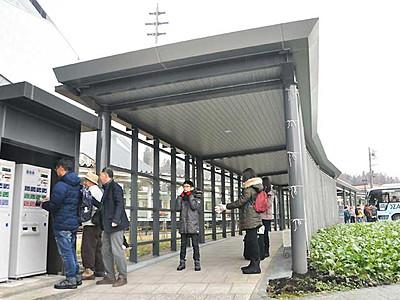 野沢温泉ライナー利用堅調 スキーシーズンへ飯山駅に発売機