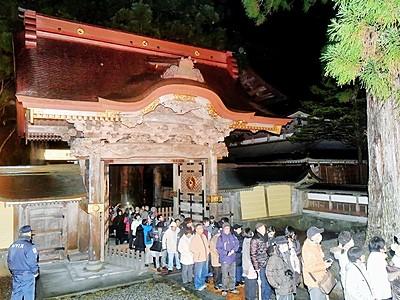 永平寺唐門今年も開放 大みそか夜から、伽藍ライトアップ