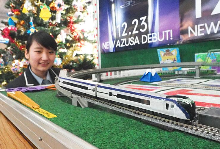 JR塩尻駅の駅員有志が作った新型車両「E353系」の模型