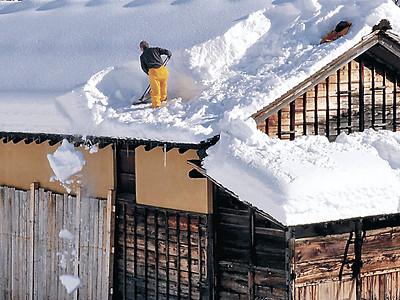 早くも雪下ろし 白山ろく民俗資料館