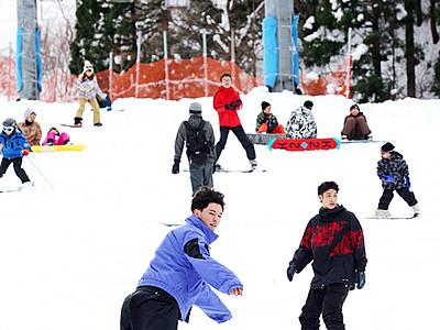 ゲレンデに歓声 立山山麓スキー場オープン
