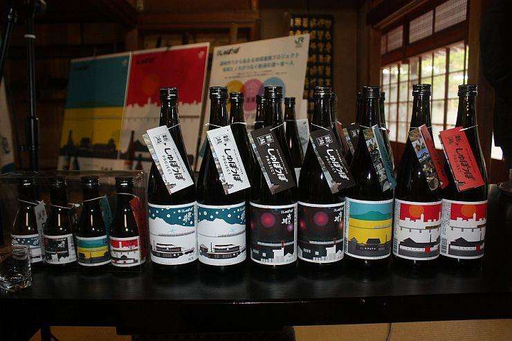 「JR新潟ファーム」の酒米を使用して仕込んだ4蔵の日本酒=15日、新潟市江南区