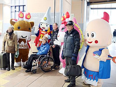 ゆるキャラが高岡・氷見・小矢部PR JR新高岡駅