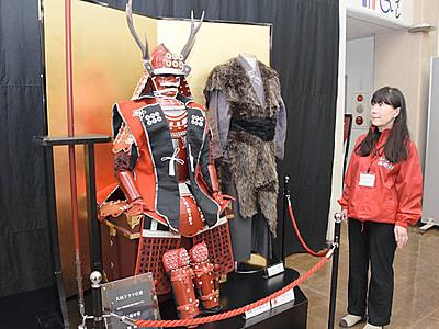 「真田丸」衣装や刀レプリカ 上田の観光会館に