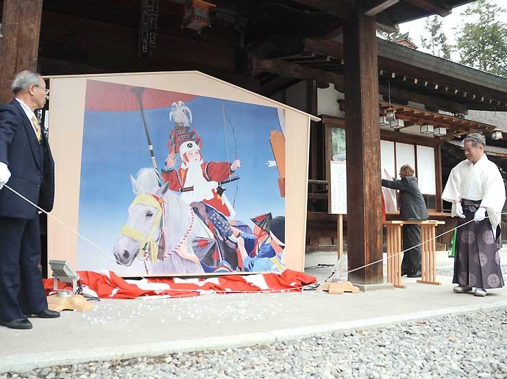 若一王子神社の境内でお披露目された特大絵馬