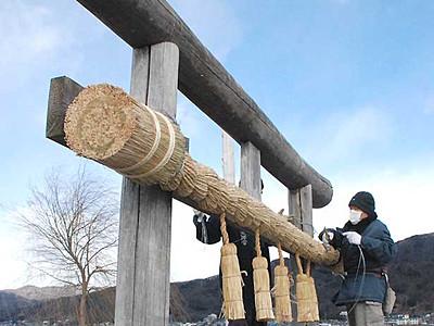 諏訪湖の安全見守る初島神社 鳥居のしめ縄新調