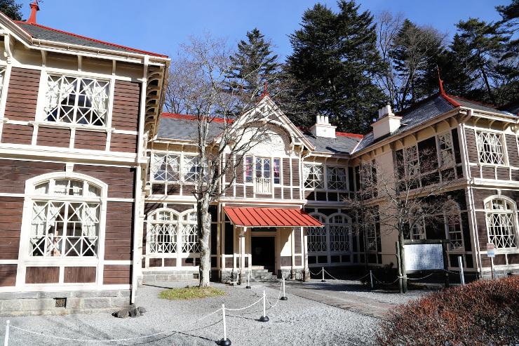 軽井沢町教育委員会が保存補修工事を行う方針の国重要文化財「旧三笠ホテル