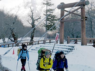 新年は信州の頂で 越年登山者が各地で入山