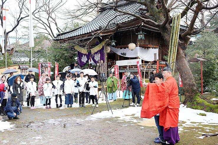 伊勢玉神社境内で行われた奉射式