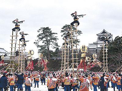 加賀鳶300年、最多の人手 金沢市消防出初め式、金沢城公園に7000人