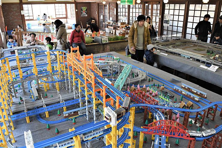 アルピコ交通上高地線など県内を走る列車の鉄道模型が楽しめるチャリティフェア