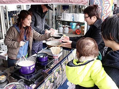 温かいエビ・カニ鍋で「おもてなし」 富山駅