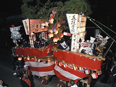 勇壮に、山車ぶつけ合い 小諸「御影新田の道祖神祭り」