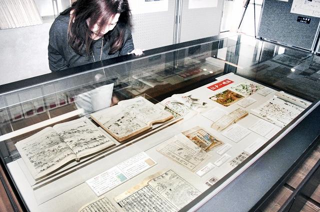 江戸から昭和にかけての旅文化の変遷を紹介する資料展=10日、福井市の県文書館
